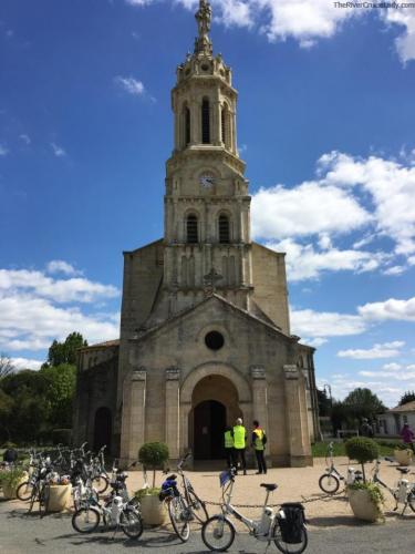 Scenic Bike Tour through Blaye