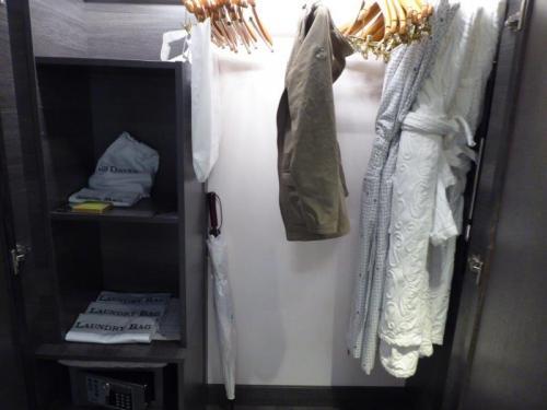 Crystal Petite Suite Closet
