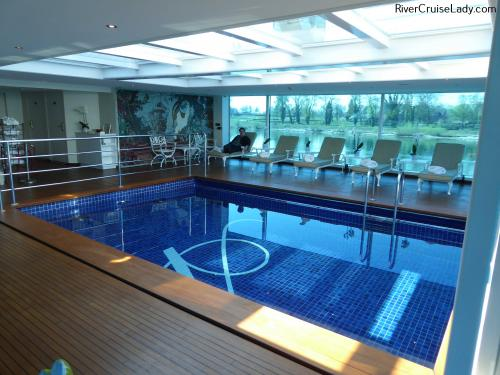 Uniworld Rhine River CruisePool2